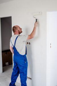 צביעת דירה – מה עדיף לבד או בעזרת אנשי מקצוע